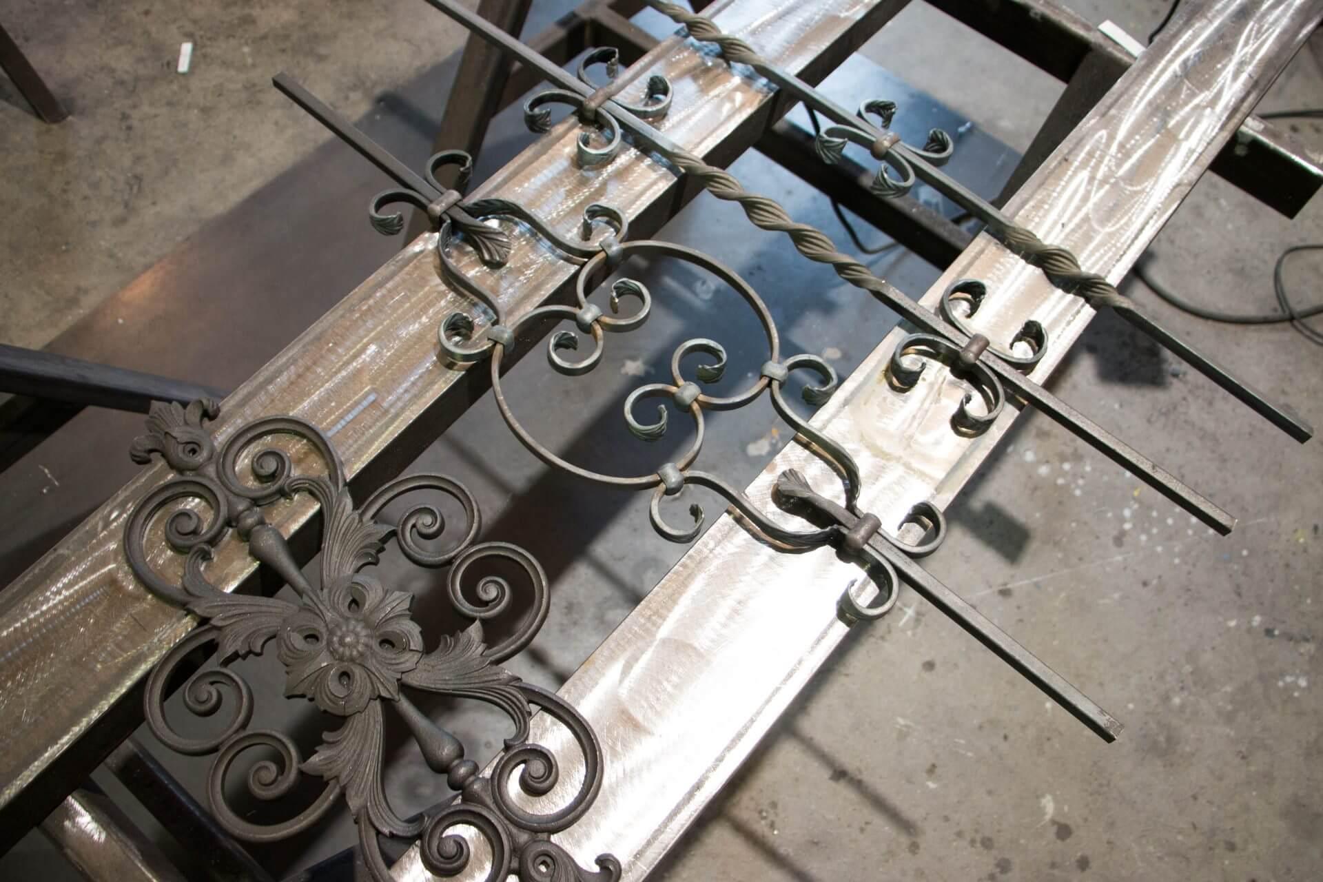création cloture en métal à pont à mousson